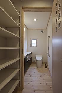 Mke-1f-toilet.jpg