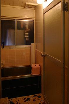 bathroom0.jpg