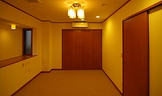 shimizu%20bedroom.jpg